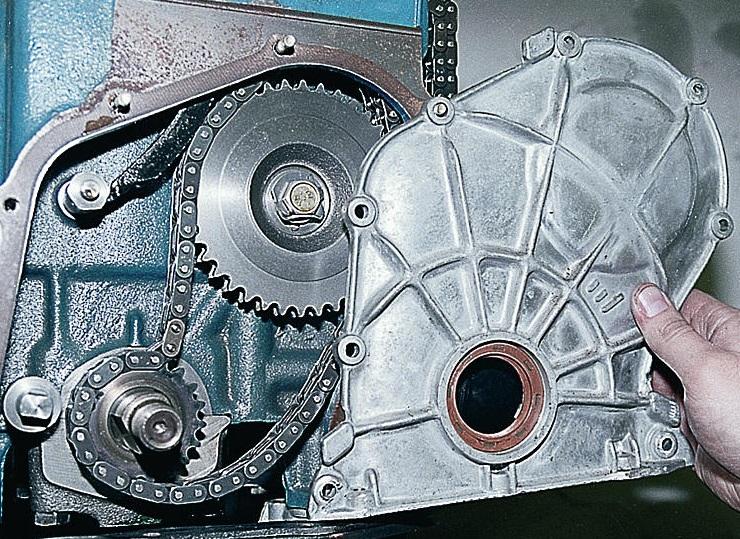 Снимаем переднюю крышку двигателя