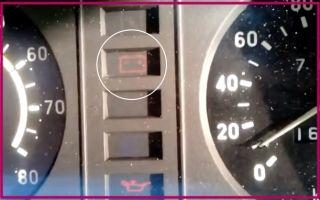 На ВАЗ 2107 горит лампа зарядки аккумулятора, но зарядка есть: причины и что делать